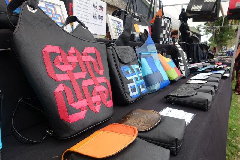 Handgenaakte tassen van Atelier Trudi de Kreek deelnemer Kunstmarkt Wezup