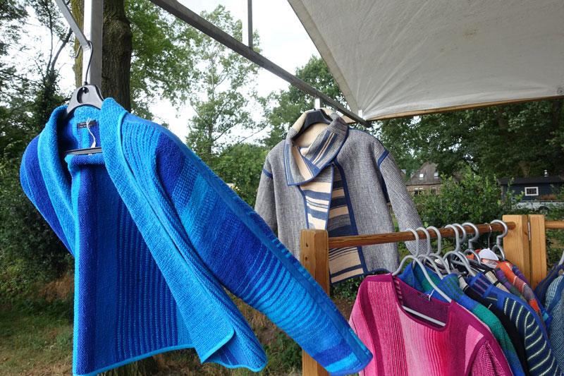 Handgeweven kleding van Fini Wiersma deelnemer Kunstmarkt Wezup 2019